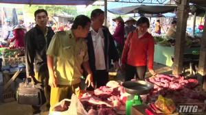 Thị xã Cai Lậy tăng cường kiểm tra thịt heo tại các chợ