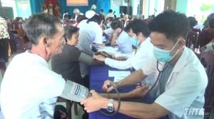 Bệnh viện Chợ Rẫy khám bệnh cấp thuốc miễn phí