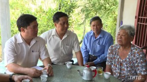 Đoàn Đại biểu Quốc hội Tiền Giang thăm, tặng quà tại huyện Tân Phước