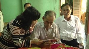 Trưởng Ban Tuyên giáo Tỉnh ủy thăm và tặng quà gia đình chính sách huyện Cái Bè