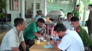 Kiểm tra kinh doanh dịch vụ karaoke gây tiếng ồn huyện Chợ Gạo