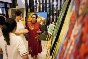 """Đấu giá hơn 100 bức tranh ủng hộ quỹ """"Chung tay trồng rừng Việt Nam"""""""