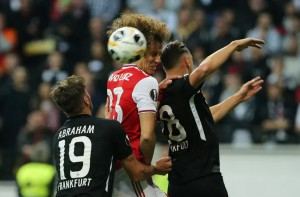 """""""Pháo"""" gầm vang đất Đức, Arsenal đè bẹp chủ nhà Frankfurt"""