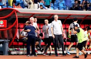 """HLV Guus Hiddink nói gì sau khi để thua """"đàn em"""" Park Hang-seo?"""