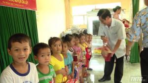 2.000 phần quà trung thu trao cho trẻ em nghèo