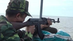 Hải đội 2 tổ chức kiểm tra bắn đạn thật trên biển