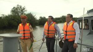 Chủ tịch UBND tỉnh Tiền Giang khảo sát vị trí xây dựng cầu Bình Xuân