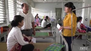 LĐLĐ Cai Lậy thăm hỏi công nhân bị ngộ độc thực phẩm
