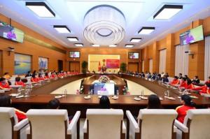 Chủ tịch Quốc hội động viên tuyển nữ Việt Nam trước khi tham dự SEA Games 2019