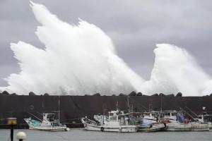 """""""To gần bằng diện tích Nhật Bản"""", siêu bão Hagibis gầm thét"""
