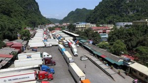 Phối hợp giải quyết xe hàng nông sản ùn ứ tại cửa khẩu Tân Thanh