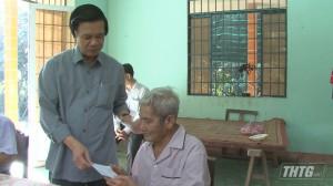 Bí thư Tỉnh ủy Tiền Giang tặng quà Hội viên Cựu chiến binh