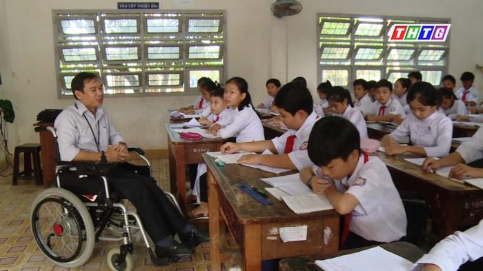 Nghị lực vươn lên của một thầy giáo trẻ