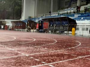 Sân đấu trận U22 Việt Nam và U22 Singapore chìm trong biển nước