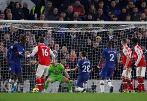 """Thẻ đỏ """"cố nhân"""", rượt đuổi tỉ số điên rồ tại Stamford Bridge"""