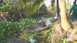 Phó Chủ tịch UBND tỉnh Tiền Giang kiểm tra công tác trục vớt lục bình, vệ sinh môi trường tại huyện Cai Lậy