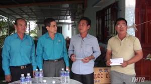 LĐLĐ tỉnh Tiền Giang thăm các chủ tàu bị thiệt hại do cháy tại huyện Gò Công Đông
