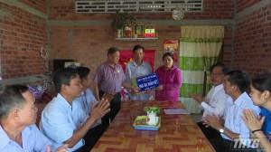Công ty xổ số kiến thiết Tiền Giang bàn giao nhà Đại đoàn kết cho hộ nghèo huyện Tân Phước
