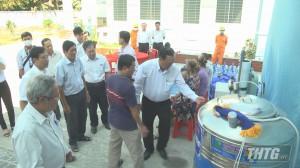 Công ty Điện lực Tiền Giang tặng máy lọc nước cho người dân vùng hạn mặn