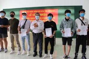 Tiền Giang trao giấy chứng nhận cho hơn 380 công dân hoàn thành thời gian cách ly Covid-19