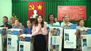 Tặng thiết bị lọc nước cho người dân huyện Gò Công Tây và Gò Công Đông
