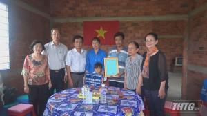 """Bàn giao """"Mái ấm khuyến học"""" cho em Nguyễn Thị Tường Vy"""