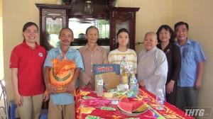 Ni viện Tịnh Nghiêm trao tặng nhà tình thương cho các gia đình khó khăn