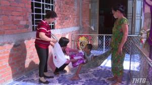 Hội Bảo trợ bệnh nhân nghèo, người khuyết tật và trẻ mồ côi tỉnh Tiền Giang tặng quà người khuyết tật