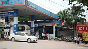 Giá xăng dầu tăng lần thứ 4 liên tiếp, lên gần 15.000 đồng từ 15 giờ ngày 27-6