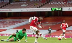 Arsenal ngăn Liverpool lập kỷ lục