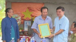 Đoàn Đại biểu Quốc hội tỉnh Tiền Giang tặng nhà Đại đoàn kết cho gia đình khó khăn