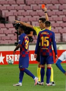"""""""Thần đồng"""" nhận thẻ đỏ ngỡ ngàng, Barcelona thắng chật vật derby Catalan"""