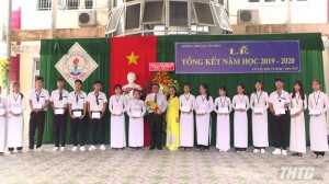 Trưởng Ban Tổ chức Tỉnh uỷ dự lễ tổng kết Trường THPT Lưu Tấn Phát