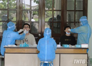Tiền Giang lấy mẫu xét nghiệm 242 công dân Việt Nam trở về từ Singapore