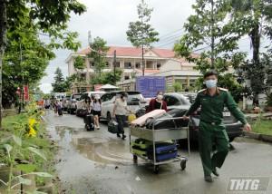 Tiền Giang trao chứng nhận cách ly y tế cho 240 công dân Việt Nam trở về từ Singapore