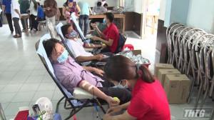 Đoàn viên thanh niên Thị xã Cai Lậy tham gia hiến máu tình nguyện