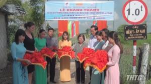 Nguyên Phó Chủ tịch nước Trương Mỹ Hoa dự lễ khánh thành cầu nông thôn tại huyện Gò Công Đông