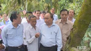 Thủ tướng Nguyễn Xuân Phúc khảo sát vườn sầu riêng tại Cai Lậy
