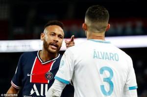 Hỗn loạn trên sân PSG, vì sao Neymar nằm trong số 5 cầu thủ lãnh thẻ đỏ