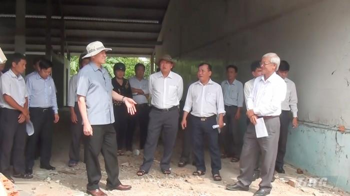 ong Huong kiem tra xay dung truong huyen  Chau Thanh.mp4_snapshot_00.47_[2020.09.15_09.31.01]