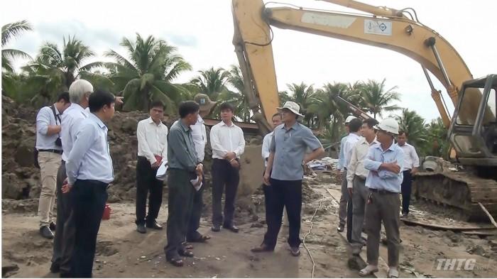 ong Huong kiem tra xay dung truong huyen  Chau Thanh.mp4_snapshot_07.40_[2020.09.15_09.39.09]