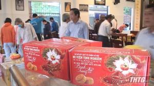 Ni viện Tịnh Nghiêm trao tặng bánh Trung Thu cho trẻ em
