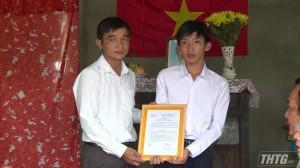 """Trao """"Mái ấm khuyến học"""" cho học sinh nghèo vượt khó huyện Cai Lậy"""