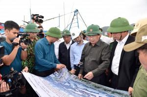 Phó Thủ tướng Trịnh Đình Dũng chỉ đạo ứng phó bão số 9 tại tiền phương