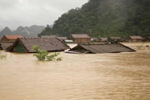 Bão số 8 gây mưa lớn trở lại ở miền Trung trong 3-4 ngày tới