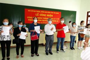 Tiền Giang trao chứng nhận hoàn thành thời gian cách ly y  tế cho 253 công dân Việt Nam trở về từ Australia
