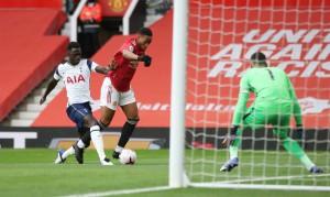 """90 phút kinh hoàng, Tottenham bắn phá """"thánh địa"""" Old Trafford"""