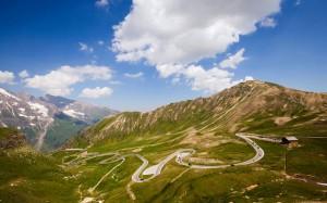 Những cung đường chạy xe hấp dẫn nhất thế giới