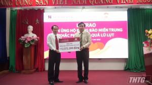 Agribank Tiền Giang trao 112 triệu đồng hỗ trợ các tỉnh miền Trung