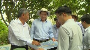 Chủ tịch UBND tỉnh khảo sát vị trí xây cầu qua cù lao Tân Phong